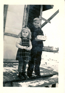03 Glen huser - Sister and Birthday Cake